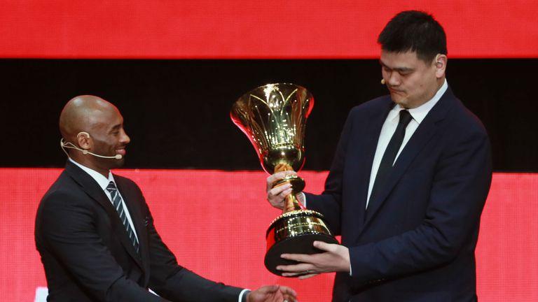 Kobe Bryant i Yao Ming (Foto: AFP)