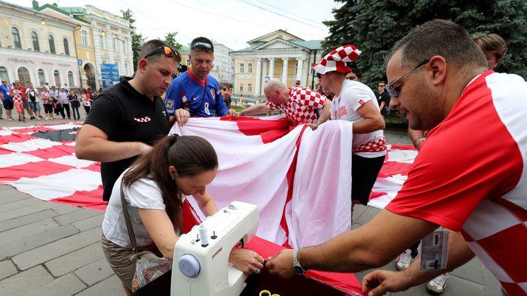 Hrvatska navijačka zastava i ruska krojačica priredili pravi spektakl u Nižnjem Novgorodu 1