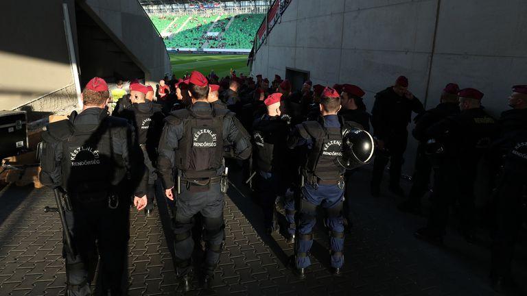 Policija ispred stadiona Groupama Arena