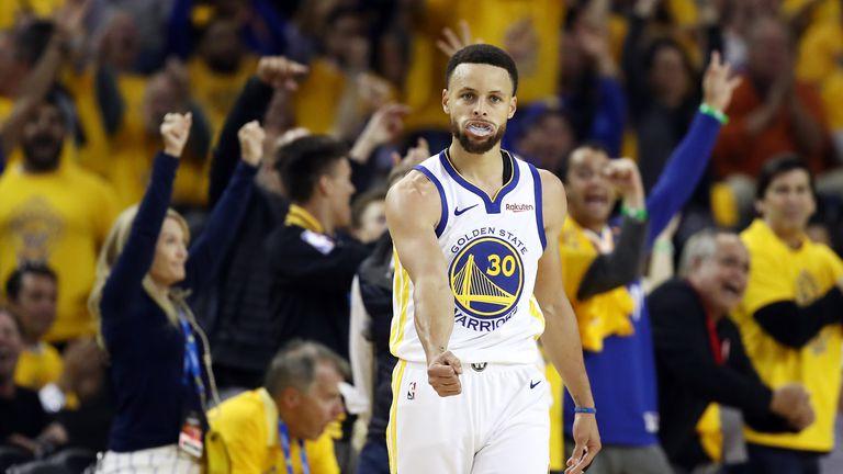 Steph Curry slavi tricu