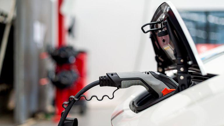 Punjenje baterije električnog automobila