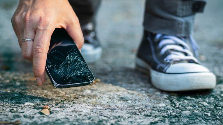 Razbijeno staklo zaslona mobitela