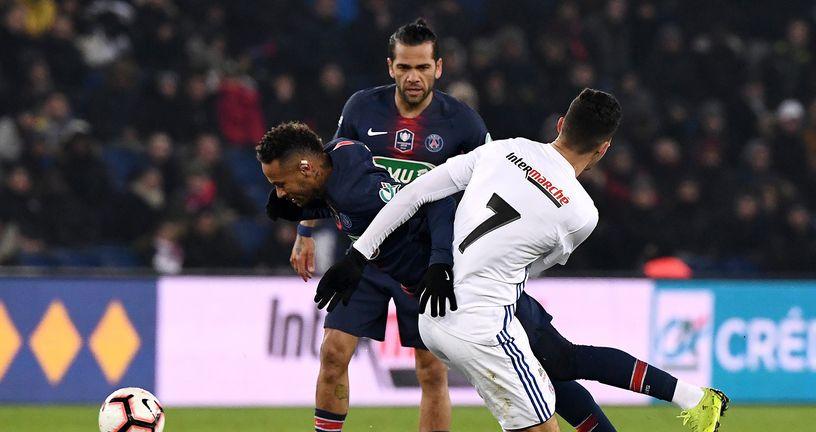 Igrač Strasbourga Zemzemi faulira Neymara (Foto: AFP)