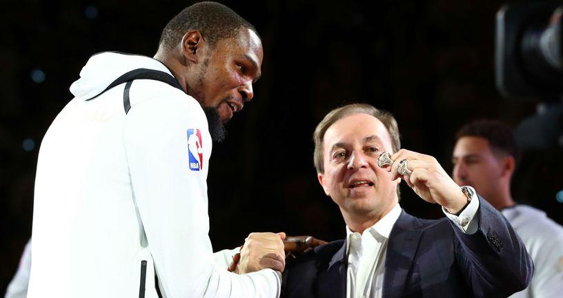 Kevin Durant i Joe Lacob (Foto: AFP)