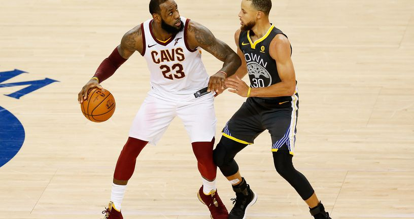 LeBron James protiv Stepha Curryja (Foto: AFP)