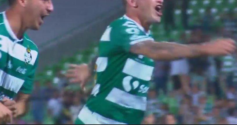 Lozano slavi pogodak (Screenshot)