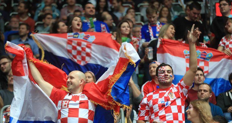Hrvatski navijači (Foto: Slavko Midžor/PIXSELL)