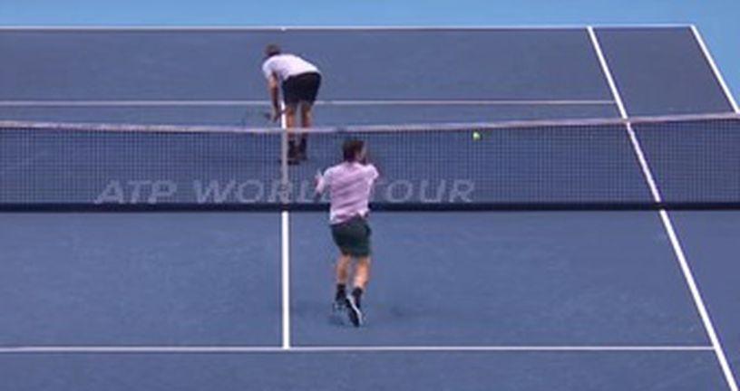 Sock okrenuo stražnjicu Federeru (Screenshot)