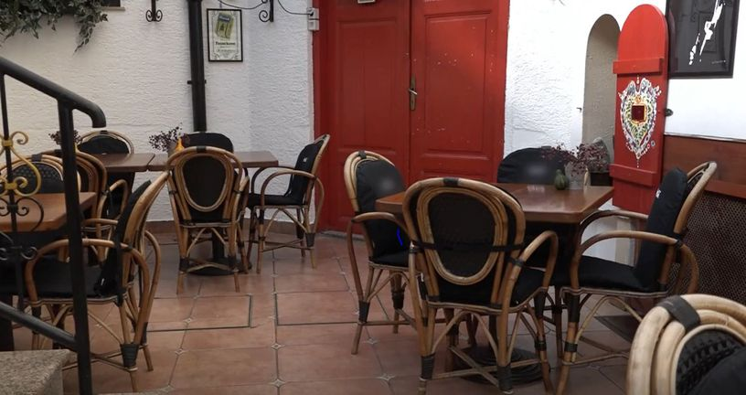 Prazan kafić, ilustracija
