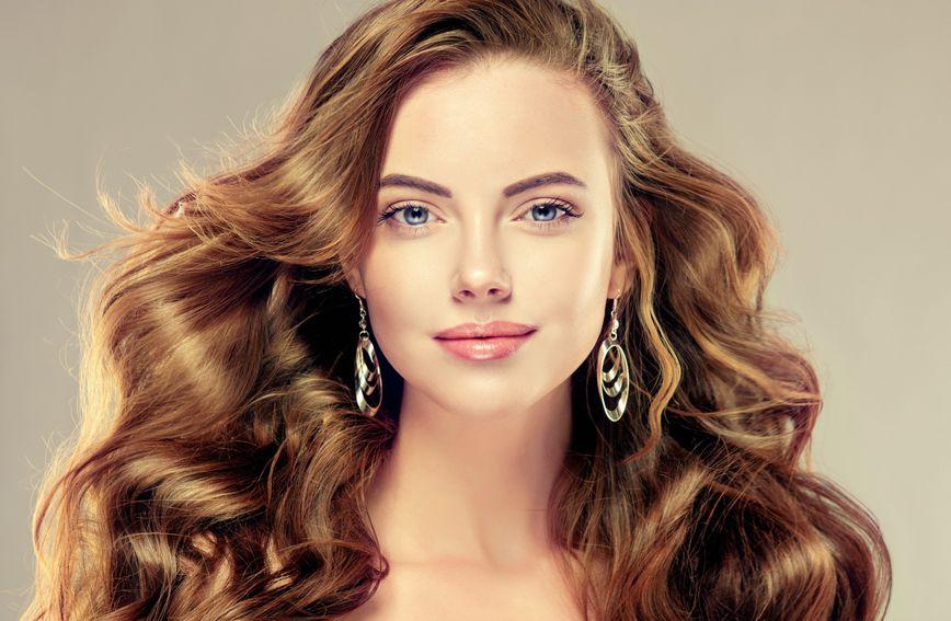 Prekomjerno masna kosa problem je koji bi voljele riješiti mnoge žene