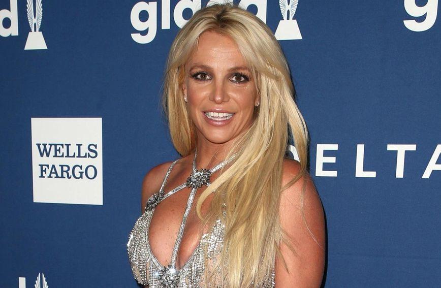Britney Spears u gaf haljini koja ne laska figuri