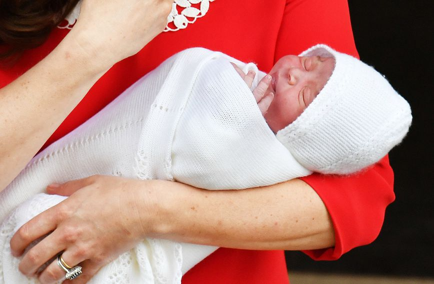 Maleni princ Louis u majčinu naručju