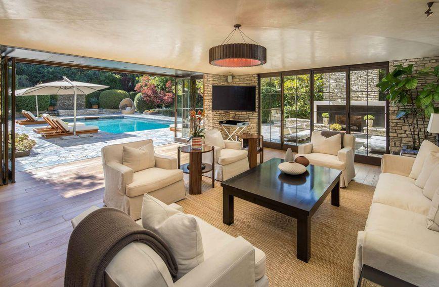 Vila u kojoj su živjeli Jennifer Aniston i Brad Pitt prodaje se za 56 milijuna dolara