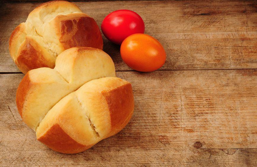 Pinca ili sirnica napoznatiji je uskrsni kolač
