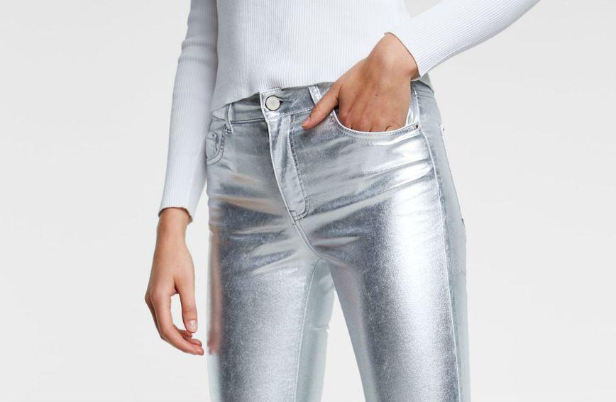 Zara za jesen predlaže metalizirane traperice