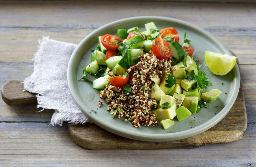 Salata od quinoe, krastavaca i rajčice