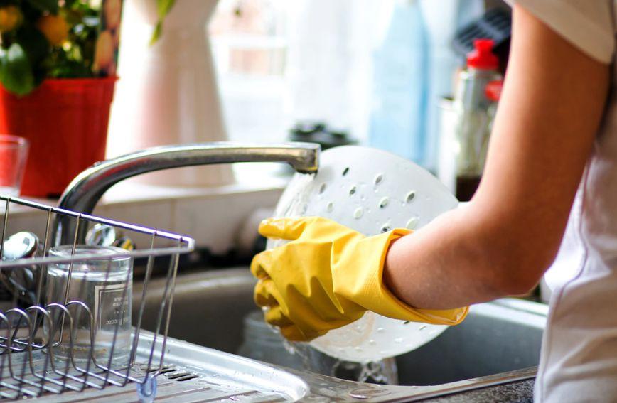 Perilica posuđa u prosjeku troši 50 posto manje vode i 30 posto manje energije