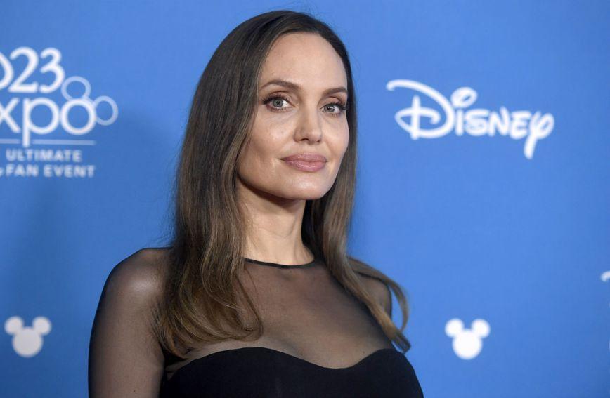 Angelina Jolie je velika ljubiteljica male crne haljine