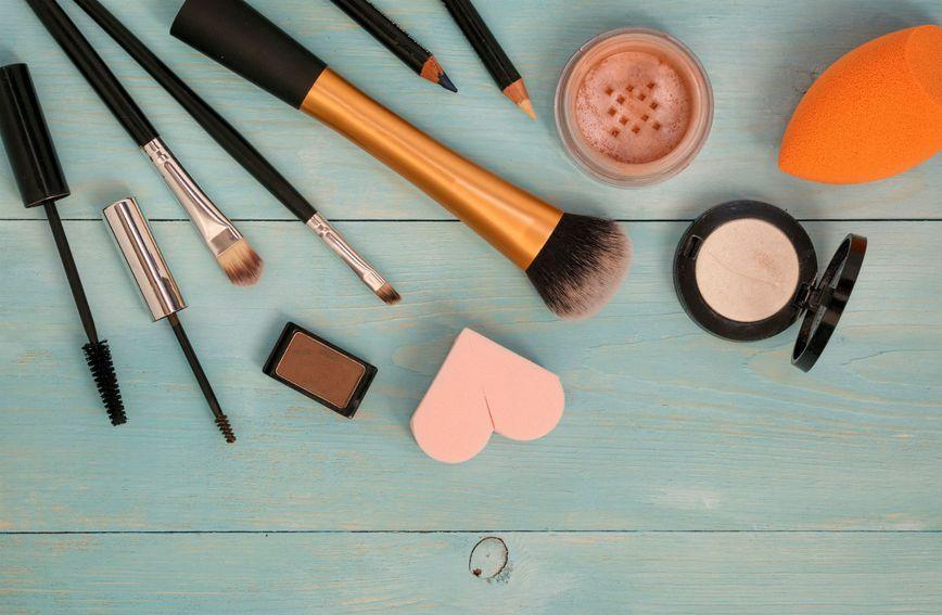 Make-up proizvodi koji se mogu naći u mnogim kozmetičkim torbicama
