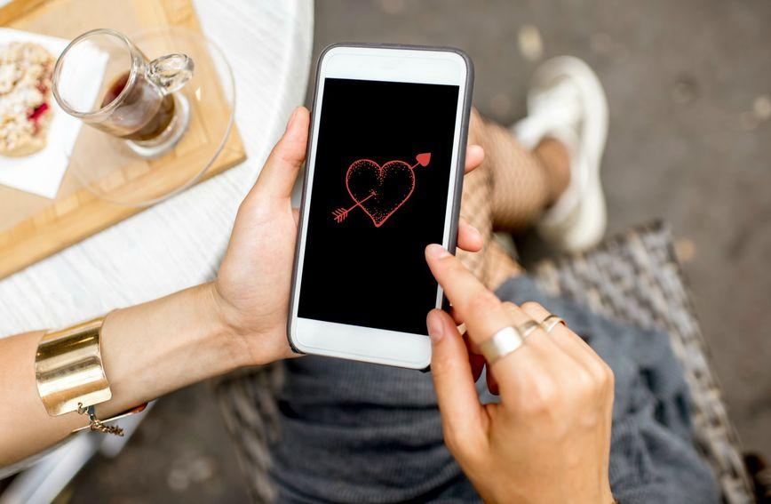 Znate li što sve mobitel može otkriti o našem braku?
