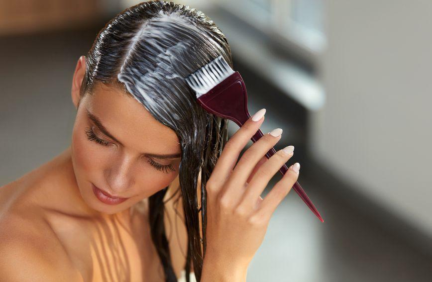 Bojanje kose kod kuće može biti uspješno, ali morate biti oprezni i strpljivi