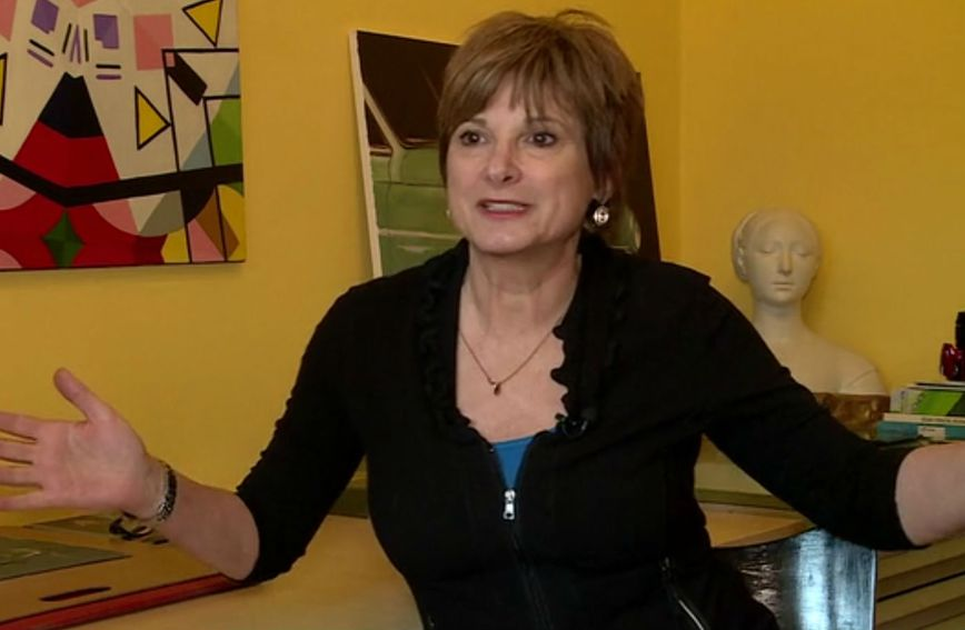 Sonja Šimatić diplomirala je na Akademiji likovnih umjetnosti