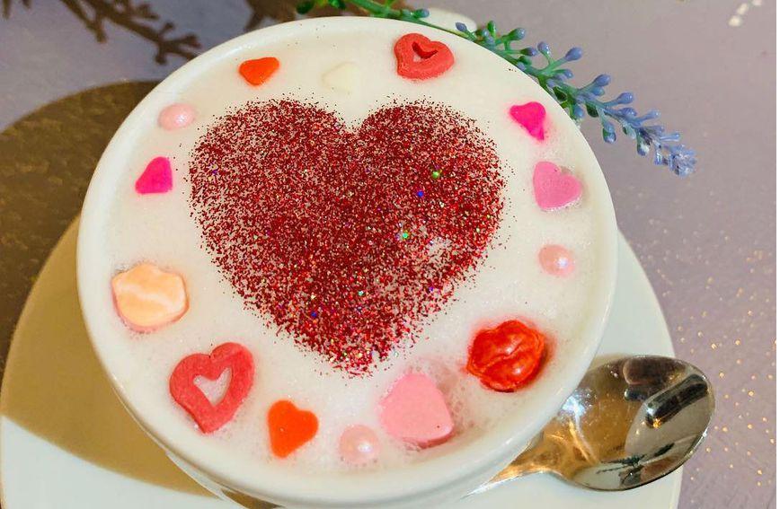 Kava ukrašena srčekima i poljupcima Valentinovski je 'specijalitet' Cat Caffea