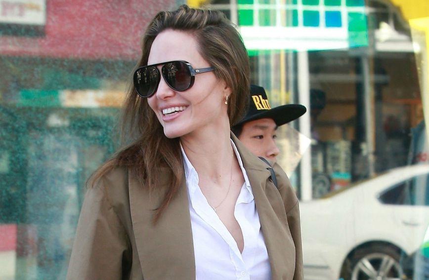 Angelina Jolie u šopingu s 15-godišnjim sinom Paxom u aveniji Melrose