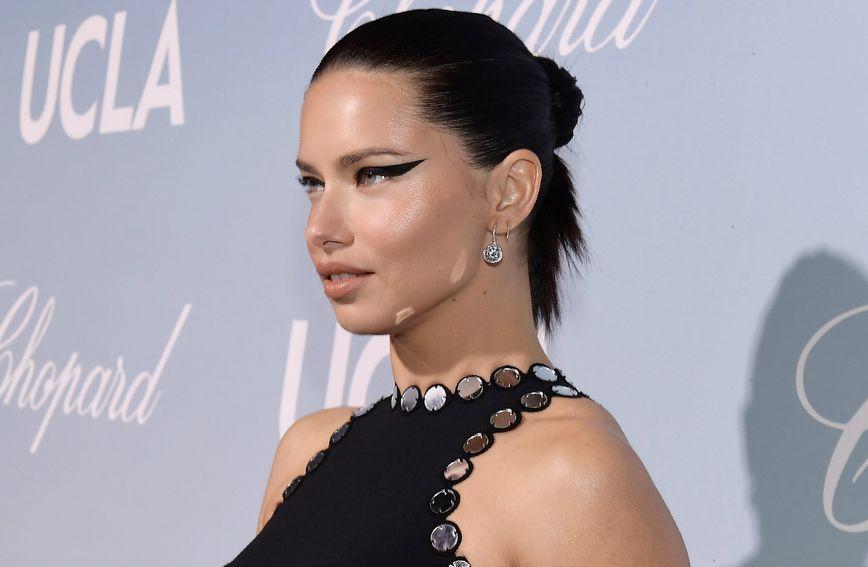 Haljina Davida Kome uzrokovala je neželjeni svjetlosni efekt, ali Adriana je unatoč tome izgledala sjajno
