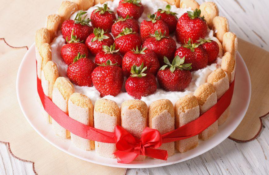 Probajte jagode i u ovoj elegantnoj verziji s piškotama i jogurtom