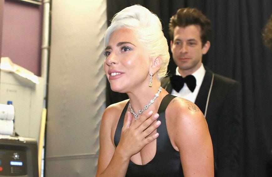 Lady Gaga nokte je nalakirala Essie lakom za nokte