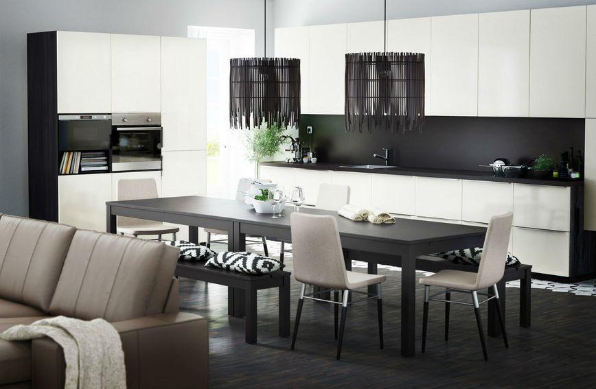 Po sniženim cijenama u robnoj kući IKEA možete kupiti stolce, stolove, svjetiljke,...
