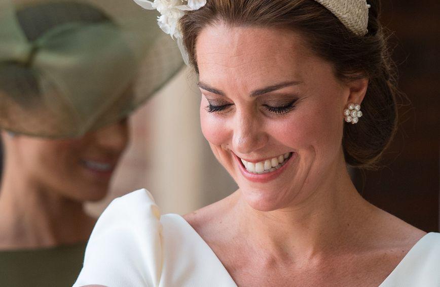 Catherine Middleton u kraljevskoj kapelici St.James u Londonu