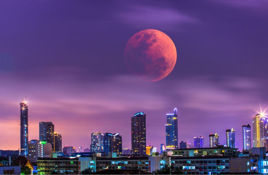 'Krvavi Mjesec' iznad Bangkoka u siječnju 2018. godine