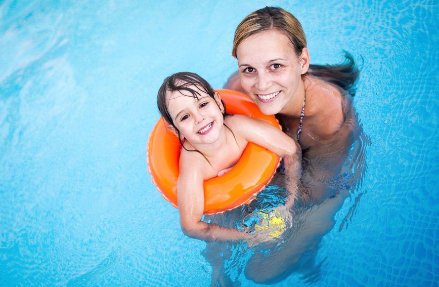 Učenje poznatog stila plivanja kraula trebalo bi biti prioritet svakog roditelja