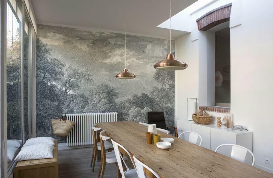 Dobar način za stvaranje potpuno novog ozračaja u domu je dodavanje tapeta na zid