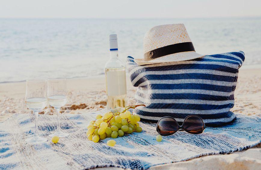 Na plažu je uvijek dobro nositi i rashladnu torbu s hranom i pićem