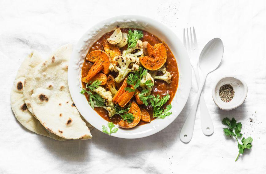 Jelo od slatkog krumpira, cvjetače, mrkve, luka i bundeve s curry umakom idealno je za 'zasitnu' dijetu