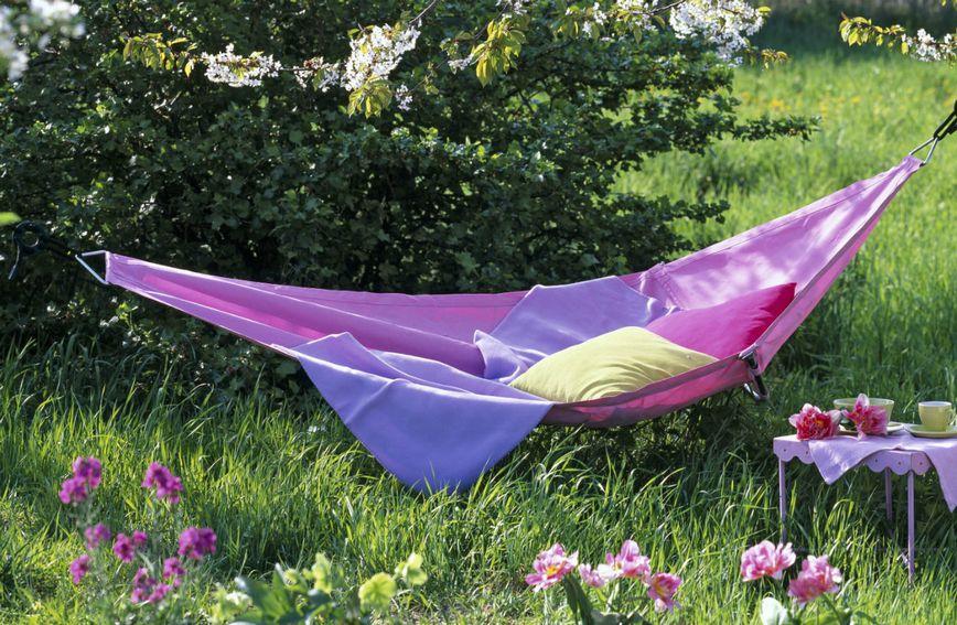 Viseća mreža za ležanje može biti ukras vrta