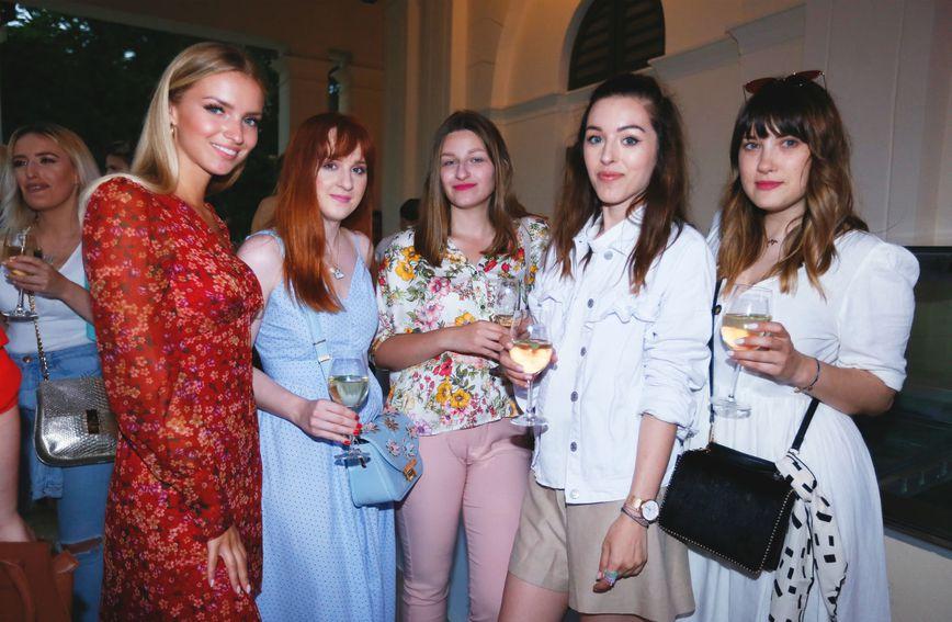 Predstavljanje nove linije make-up kistova Noelle okupilo je brojne beauty blogerice