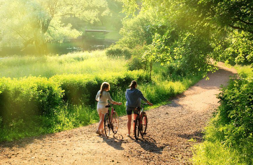 Boravak u prirodi nekim ljudima omogućuje i da uživaju u kvalitetno provedenom vremenu s prijateljima ili članovima obitelji