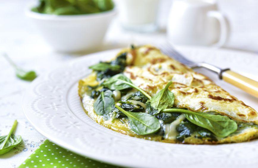 Omlet sa špinatom odličan je obrok jer su i jaja i špinat bogati željezom