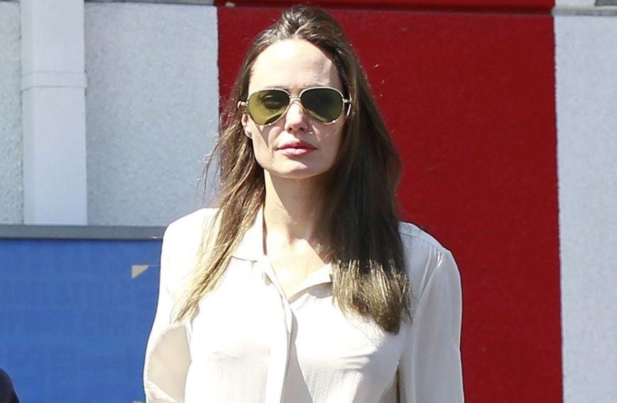 Angelina Jolie bila je u šopingu s kćeri Shiloh i sinom Knoxom