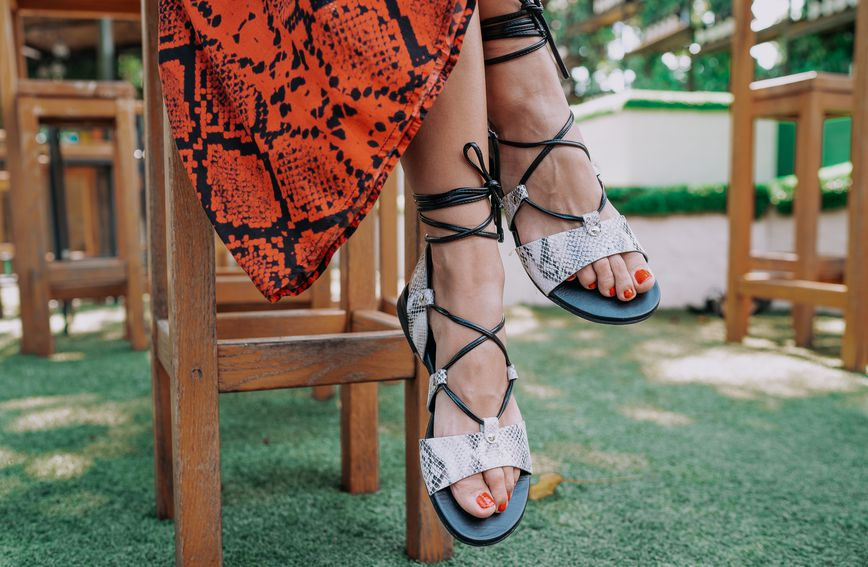 Kožnate sandale s vezicama trend su i ove sezone