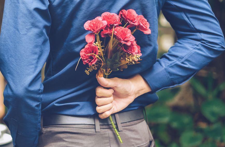 Poklanjanje cvijeća lijepa je gesta, no žene više od toga žele neke druge stvari