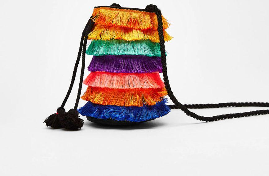 Efektna torba s resicama iz Bershke pravi je mamac za žene koje se ne boje boja