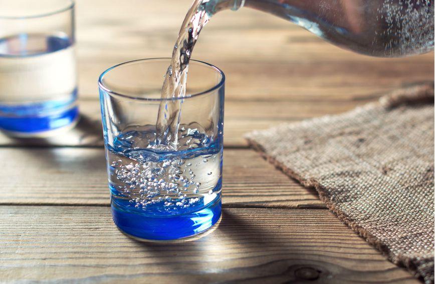 Za čudan okus vode koja je odstajala u čaši preko noći postoji objašnjenje