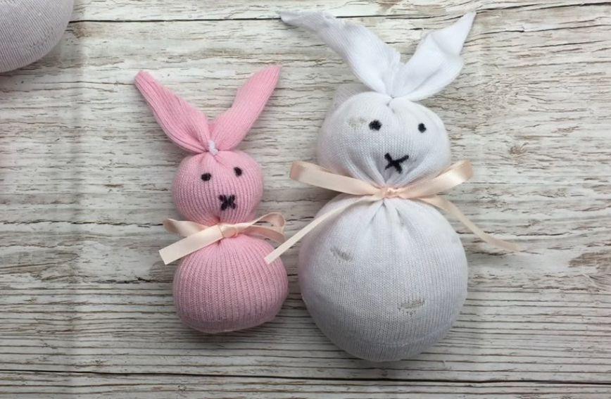 Igračku uskrsnog zeca možete napraviti od čarape i riže