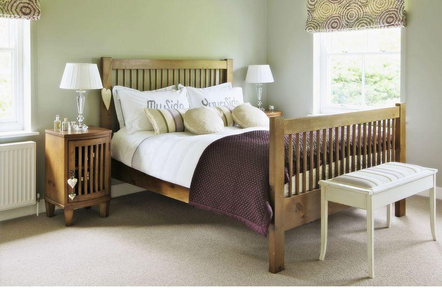 Drveni krevet kao inspiracija za uređenje spavaće sobe