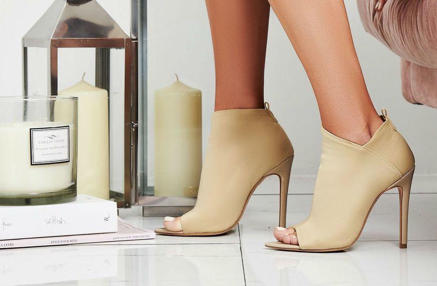Cipele bež boje vizualno produžuju noge